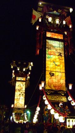 2005 石崎奉燈祭り 手前 西1区 奥 西2区